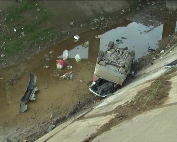 Samuxda avtomobil su kanalına düşüb, sürücü isə həlak olub