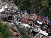 В Пакистане микроавтобус упал в ущелье, 18 человек погибли